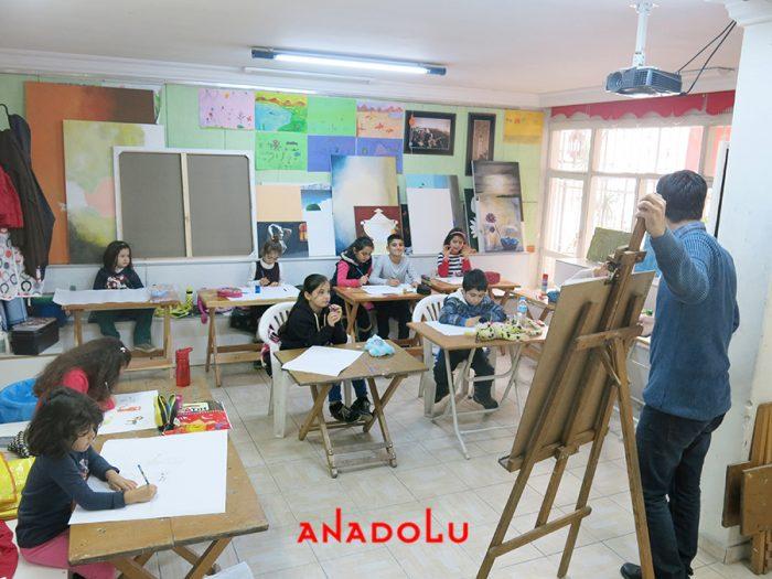 Çocuklarla Karakalem Eğitimleri Devam Etmekte Çukurovada