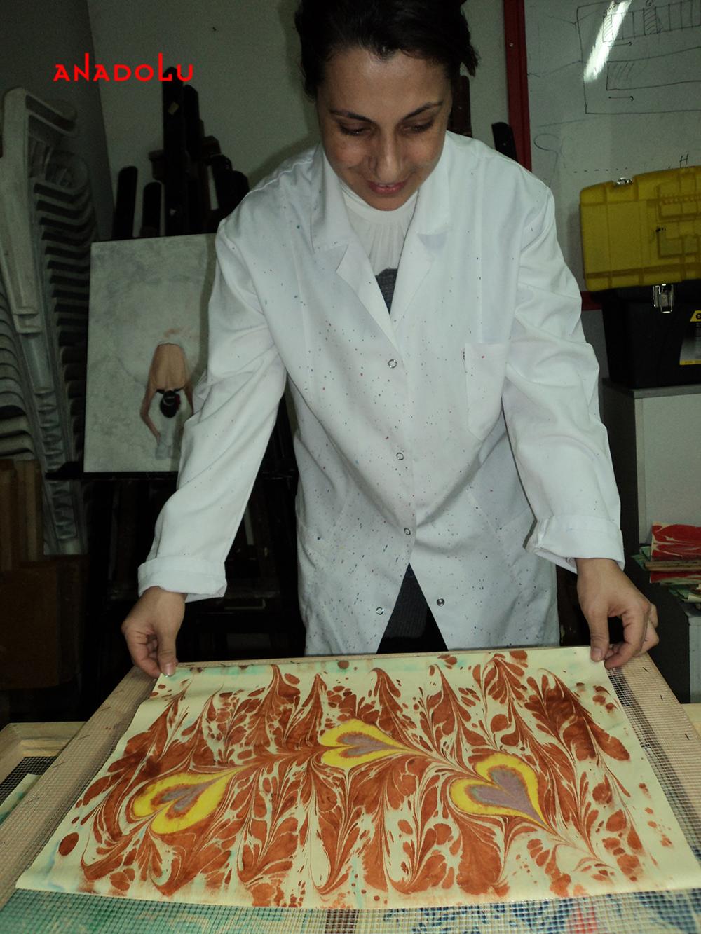 Çukurovada Yetişkinlerle Ebru Sanatı Dersleri