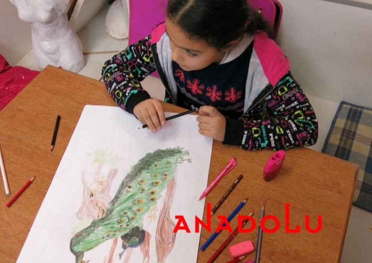 Çocuklar Resim Çalışması Yapıyorlar Çukurovada