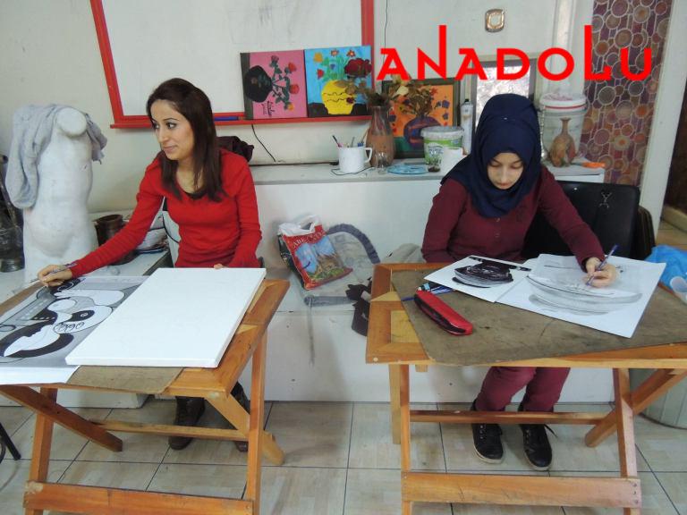 Hobi Dersi Karakalem Çalışması Çukurovada